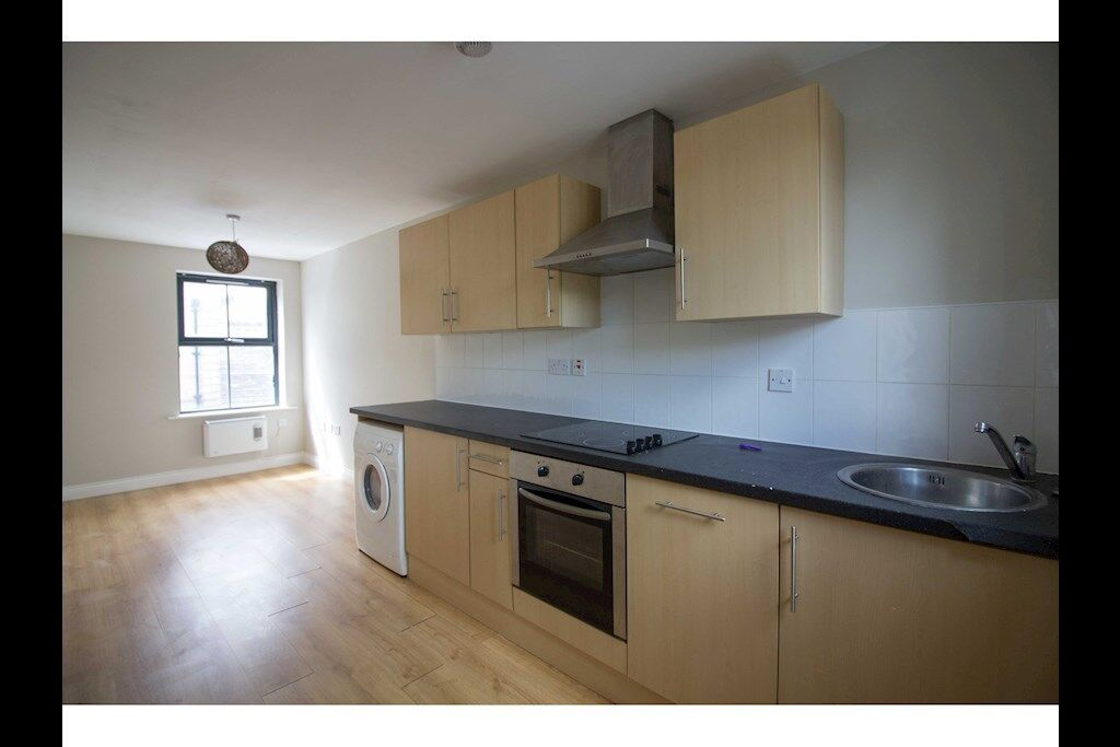 1 bedroom flat in Halifax HX1, NO UPFRONT FEES, RENT OR DEPOSIT!