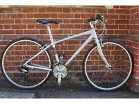 SUPERB CONDITION Excellent Giant SMALL/MEDIUM Ladies/Mens Hybrid City bike (like Trek/Specialized)