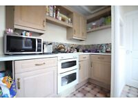LARGE TWO BED FLAT WITH GARDEN AND DRIVEWAY PARKING- HOUNSLOW CENTRAL NEAR TUBE- LONG LET FURNISHED