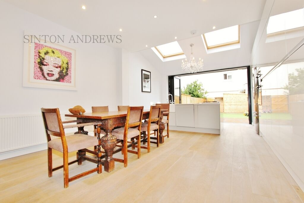 3 bedroom house in Curzon Road, Ealing, W5