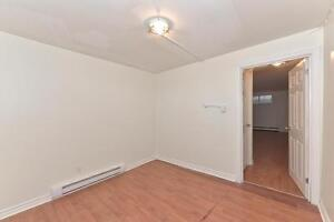 MODERN 1 BDRM, OFF COMMISSIONERS RD $795 PLUS London Ontario image 11