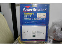 POWERBREAKER SAFTEY RCD 1 GANG 13 AMP SOCKET.