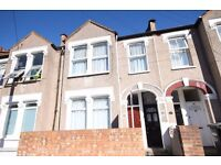 AVAILABLE NOW!! Modern 2 bedroom flat to rent on Burford Road, Catford, SE6 4DF