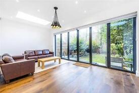 4 bedroom flat in Goldhurst Terrace, West Hampstead