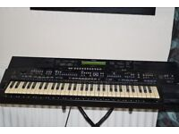 YAMAHA PSR-2700 KEYBOARD 61 KEYS WITH STAND/ CAN BE SEEN WORKING