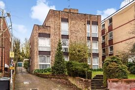A NEWLY DECORATED 2 BED FLAT TO RENT CLOSE TO AMENITIES OF CROUCH END
