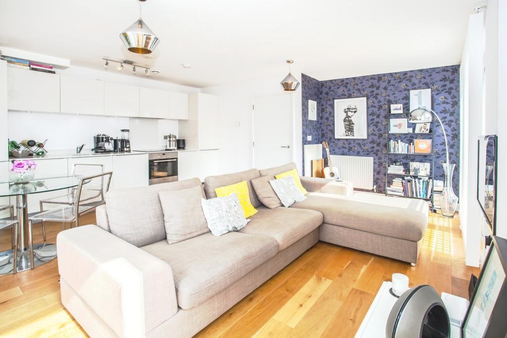 1 bedroom flat in Hutley Wharf, Branch Place, De Beauvoir, N1