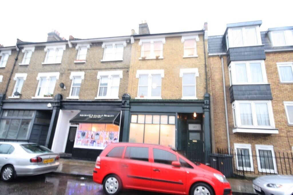 Split Level 2 Bed Flat - Oval/ Camberwell - ONLY £340pw!