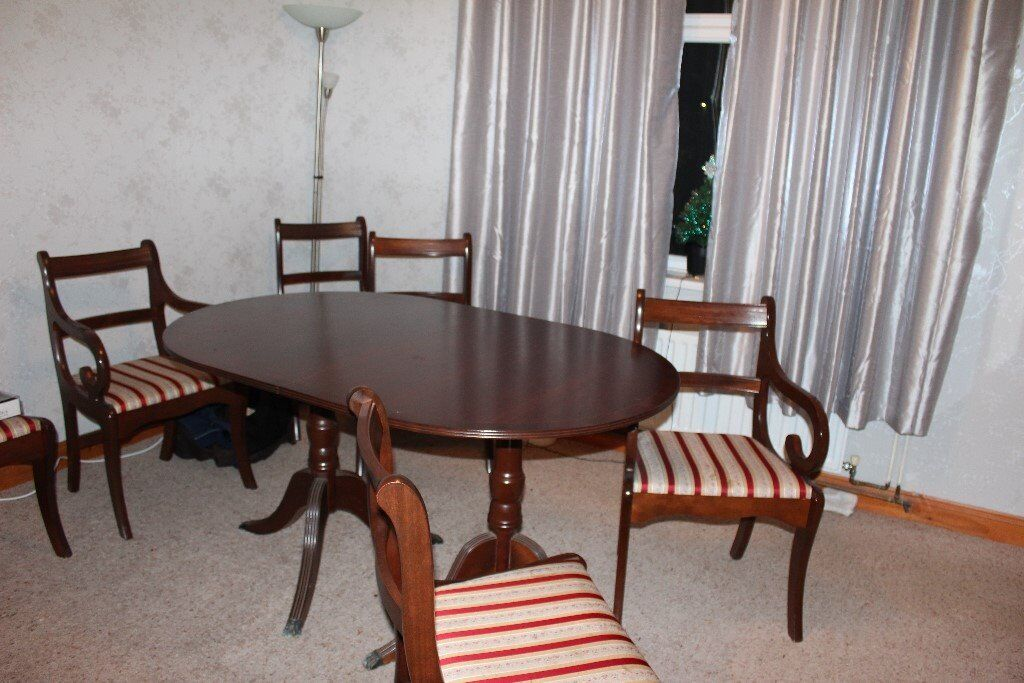 Extending Dining Table 4 Chairs And 2 Carvers