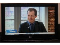 """32"""" L.G 32LG5700 FULL HD LCD TV WITH BUILT IN FREE VIEW IN GREAT CONDITION."""
