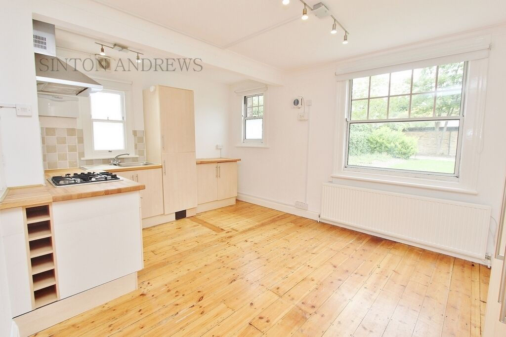 Studio flat in Woodville Road, Ealing, W5