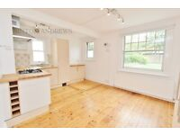 Studio flat in Woodville Road, Ealing, W5