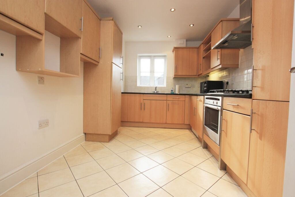 2 bedroom flat in Hazelmere Court, Station Road, Hendon, NW4