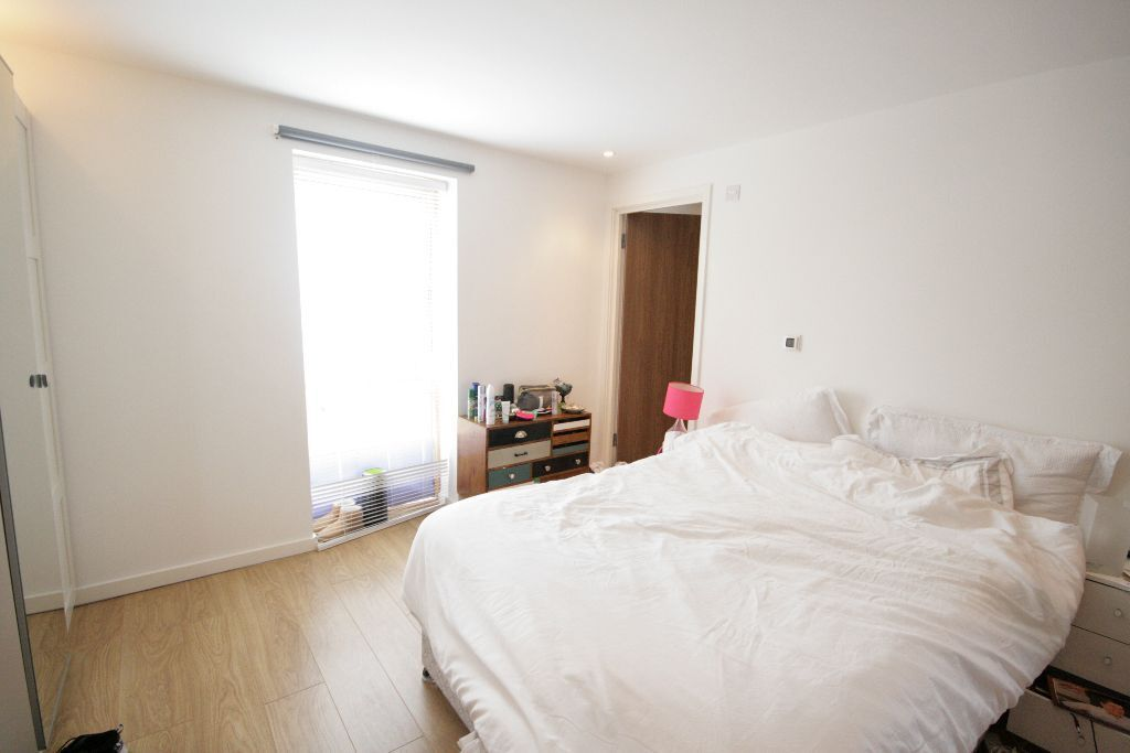 *-* Stunning Modern 2 Bed Flat - Oval - £390pw *-*