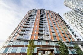 3 bedroom flat in New Providence Wharf, London, E14 (3 bed) (#1067597)