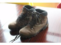 URGENT SALE! Near New! Men's Vibram 'Extreme' Walking/ Hiking Boots Size UK 11/ US 12 PRICE LOWERED!