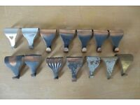 A Collection of 14 Vintage Picture Rail Hooks.