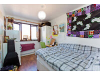 SELECTION OF DOUBLE ROOMS TO RENT NEAR KING GEORGE HOSPITAL AND ROMFORD QUEE`S HOSPITAL