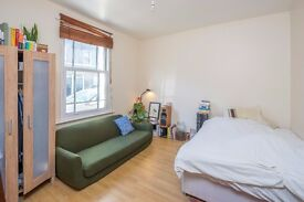 Lovely 3 Bedroom House, Close to Stepney Station