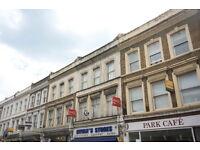 4 bedroom flat in Park Road, Kingston Upon Thames, KT2