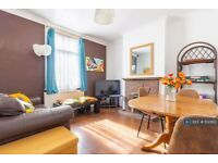 5 bedroom house in Waverley Road, London, SE18 (5 bed) (#1130162)