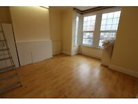 Excellent Condition 5 bedrooms terrace House with 3 Toilets & bathrooms, Garden & Driveway in Ilford