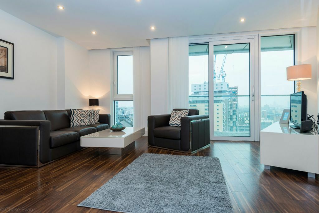 Amazing 2 bed 2 bath 11th floor flat in Altitude Point, E1, balcony, 25th floor roof terrace, porter