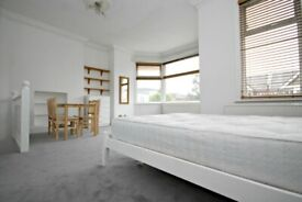 MASSIVE STUDIO FLAT WITH SEPARATE KITCHEN - CALL RICCARDO NOW FOR VIEWINGS!!!