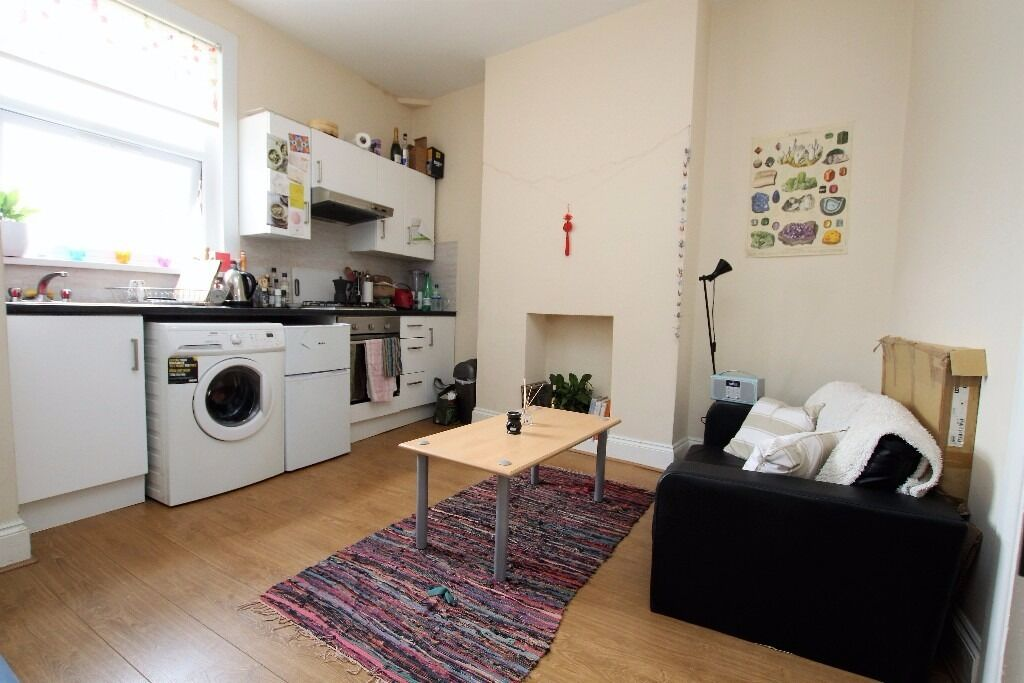 Two Double Bedroom Flat Located Between Finsbury Park Tube N4 and Holloway Road Tube N7.