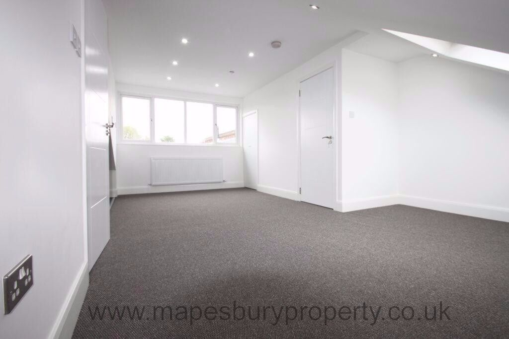 Cricklewood NW2 Studio to Rent - Ideal for Professionals - Near Cricklewood Station - Available Now