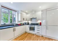 Exceptional Apartment With Roof Terrace, Moments From Tooting Broadway Underground Station