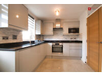 Prime Location! Stunning2/3 bed Town House with Garden for £1800p/cm MUST SEE!