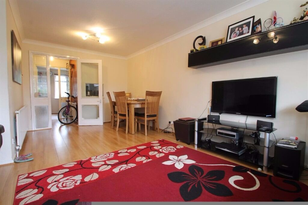 **PARK HILL ROAD** 3 BED MAISONETTE WALKING DISTANCE TO EAST CROYDON STATION AT ONLY £1300!!