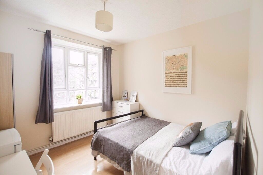 Spacious rooms to rent in 5-bedroom houseshare in White City
