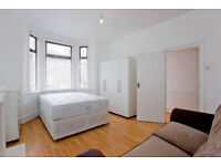 STUNNING LARGE DOUBE ROOM AVAILABLE FOR RENT 20 MIN CANARY WHARF & CITY CENTER