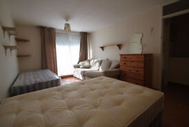 Wonderful twin room available now! DONT MISS IT!