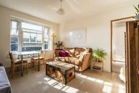 2 bedroom flat in Green Hundred Road, London