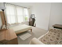 HUGE SIX DOUBLE BEDROOM HOUSE!! CALL NOW PARKINSONFARR ON 02084594555 TO ARRANGE A VIEWING!