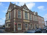 1 Bed Flat Centre of Monmouth. Parking. Fully furnished. Direct from Landlord