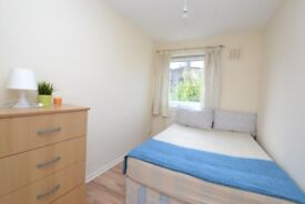** EXCELLENT SINGLE ROOM AVAILABLE TO MOVE IN NOW ** DO NOT MISS IT OUT **