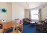 4 bedroom flat in acton With two massive bathrooms