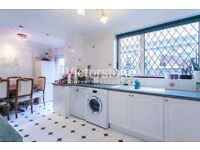 MUST SEE 3 / 4 BEDROOM HOUSE NEWLY REFURBISHED CANARY WHARF LIMEHOUSE MILE END LIVERPOOL STREET