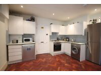 A BRIGHT AND SPACIOUS (THREE) 3 BED/BEDROOM FLAT - 2 BATHROOMS - OWN GARDEN - HOLLOWAY - N7