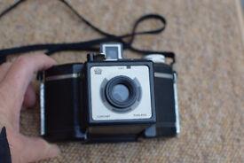 Early 1930/40 black bakelite Coronet camera in good condition