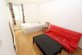 DOUBLE ROOM TO RENT IN BOW -- NO DEPOSIT -- (25 Dethick)
