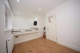 Nice Double room Ensuite For One Person Rent Near Chigwell Station with TV And ALL BILLS INC .