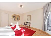 !!!LARGE 2 BED 2 BATH SECONDS AWAY FROM HYDE PARK WITH 24 HOUR PORTER AND LIFT!!!