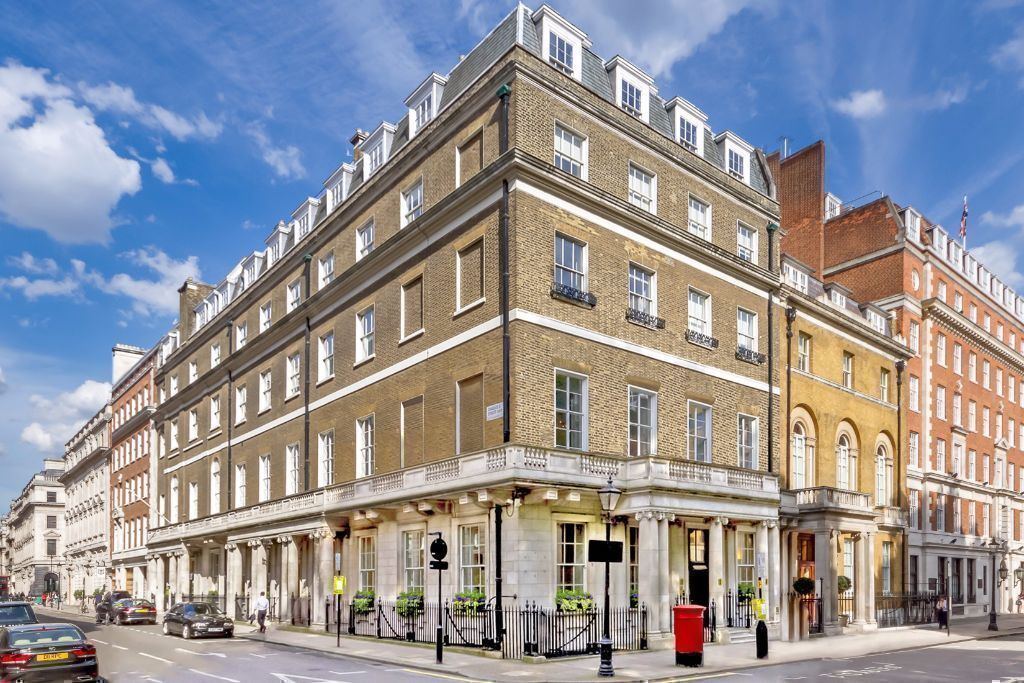 3 Person Office space In St James London SW1Y5 | Premium Serviced Offices