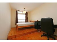 3 lovely double rooms in a flat in Oval