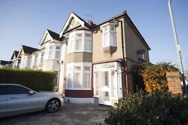 **BEAUTIFUL HOUSE WITH GARAGE** 3 bedroom end of terrace house available in Goodmayes, IG3!